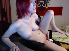 amateur creamycummz masturbating on live webcam