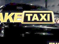 FakeTaxi - Erotischer schwarze Küken spielt Rache zu Geschlechts