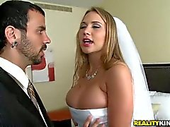 Big breasted bride Alanah Rae bettelt Geschlecht