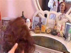 Erfahren Sie warum Großmutter mag immer ihre Haare machen