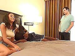 Het Svarta hustru gör Hubby Eat Svart Sperma från henne