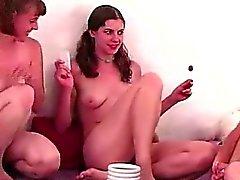 Лесбиянки любителей целоваться в партийном игры групповой секс Ваш