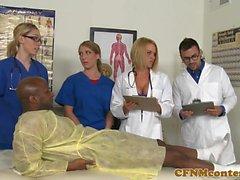 CFNM enfermeiros têm hardcore hospital quarto orgia