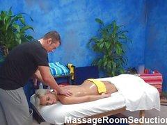 Teen blonde salle de massages hidden cam