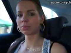 Sassy tjeckiska flicka blinkar och twat ripped med en pervers främling