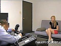 Großen Blonden Absaugen von FakeProducer und Schlucken Sperma