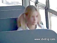 Spregiudicatezza Studentessa Parks Nebbiosi Si eccita talmente si scioglie When Schoolbus Massaggi del pilota suoi piccoli seni e mostra il suo il suo cazzo Start succhia