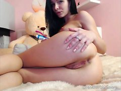 Show Yummy Shaved Camwhore With Sex Toys