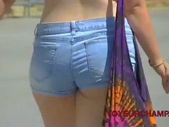 Latinas In Miami Florida Walking In Hotshorts & Daisy Dukes!