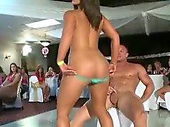 Upean osapuoli Poikaset Sucking Strippers Cock