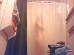 Ma cousine sous la douche