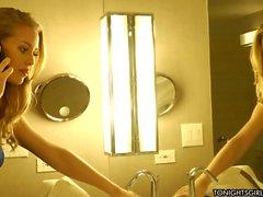Di Nicole Aniston ottiene figa capellute farciti