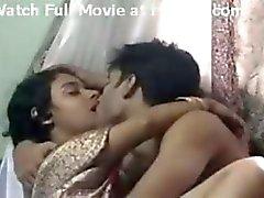 Chennain Nainen nukkumaan jossa poikaystävä