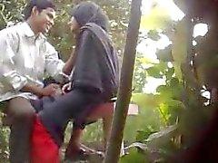 Sexo do parque de Bangladesh travado pela came escondida