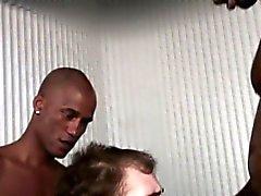 Poveri ragazzo bianco succhiare black cocks per acquista nuove gomme