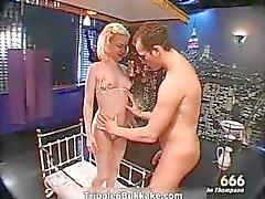 Kåta busty blondin med trevligt ass blir part2
