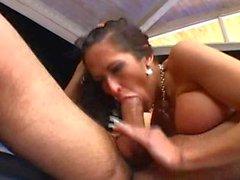 Kinky Carmella Bing genießt eine Fest Arschficken