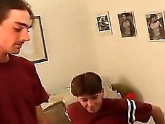 De Kiefer seja na cama esfriando fora , assistindo algum porno e