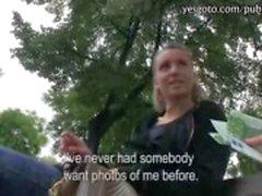 Het amatör tjeckiska flicka plockas upp på gatan knullade och payed