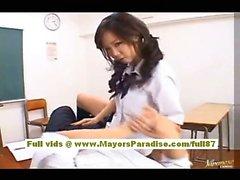 Modello AV Japaneae ottiene sua figa pelosa leccò nella classe