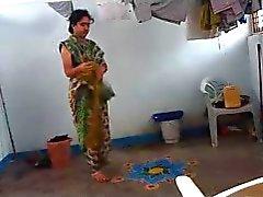 A tia da Índia apanhado closet