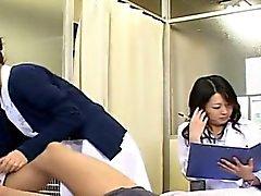 Sottotitolo CFNM Japanese Mature dottore e infermiere masturbazione