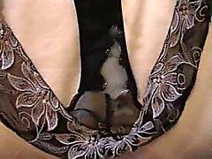 Cumming В изношенных черные трусики Сандры