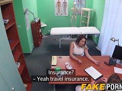 Povekas ruskeaverikkö Victoria gets porata ankarasti hänen lääkäri