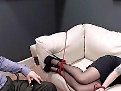 le sexe de BDSM dans la analland avec les chienne baisée fort