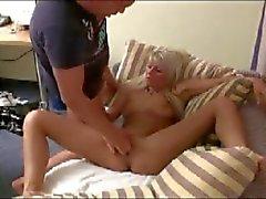 Een paar sexy fist fucking clips