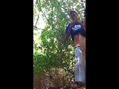 Boy засасывается в лесу