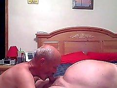 Grandpas mit viel Spaß im Schlaf
