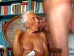 Oma isst meinem Schwanz. Amateure älteres