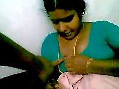Handjob med maid runt