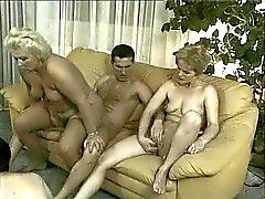 Grannies i orgie - 4 gamla horor & 3 fina unga killar knullar