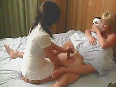 De Enfermeras el leche el del paciente de calmarlo