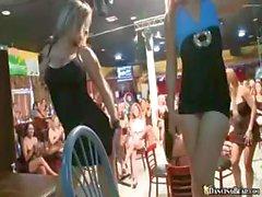 Club Party mit diesen verrückter Süße Mädchen saugen und ficken harter Schwanz