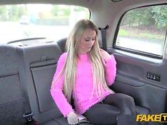 Hot chick seduz o motorista a se divertir