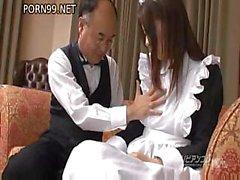 Güzel göğüslü kız bazı iyi baş veren ile Asya fantezi