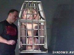Eingesperrte blonde teen unterwürfig bestrafen versklavt junges Cha