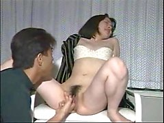 È timido ragazza giapponese di perforazione