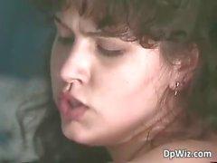 Sexy et les remous de brunette la houe reçoit sa petit