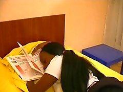 Французского чернокожая девушка изнасилованы при воспитателя