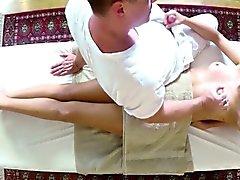 clientes pobres portazo y penetraron acerca de mesa de masaje