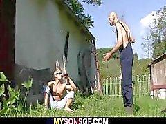 Tesão fraudes GF ao ar livre com seu pai BF