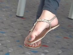 Candid Japanese feet in thong sandals