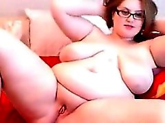 Fat And Busty Geek Tam Maturbates