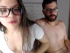 Webcam amatööri nielee suupala cum jälkeen suihin