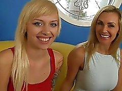 Hot haastattelu ilkeä MILF ja hänen kuuma tyttärensä