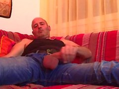 Str8 папаша дрочить на диване